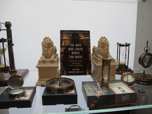 New York Public Library Shop, vitrine